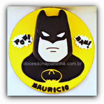 Bolo decorado do Batman com a face do super herói