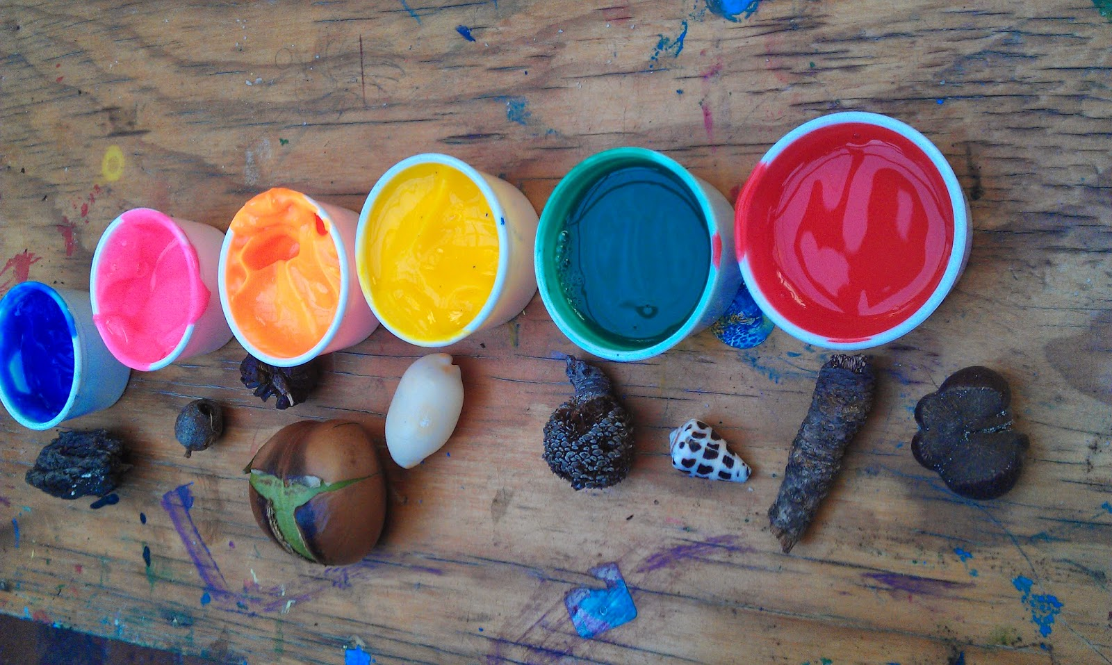 Painting with natural loose parts montessori nature for Painting with nature items