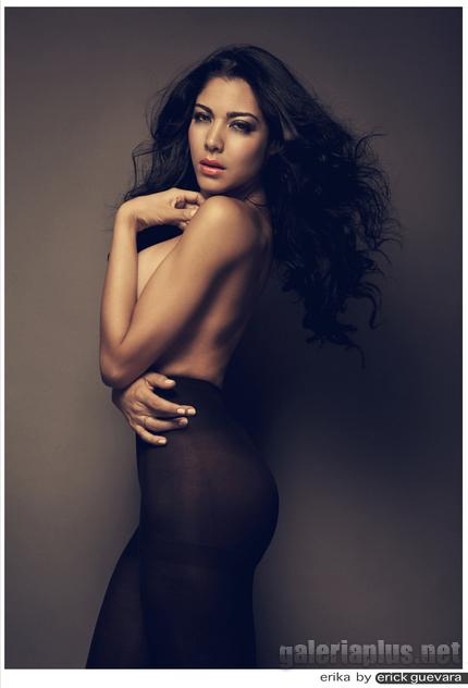 Erika Fernández desnuda