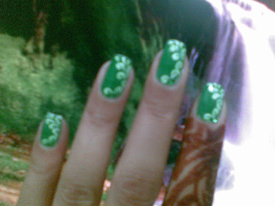 green flowers nails design by pari sangha