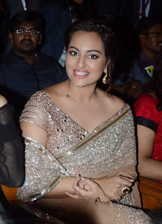 Actress Sonakshi Sinha Latest Pictures in Saree at Lingaa Tamil Movie Audio Launch  10