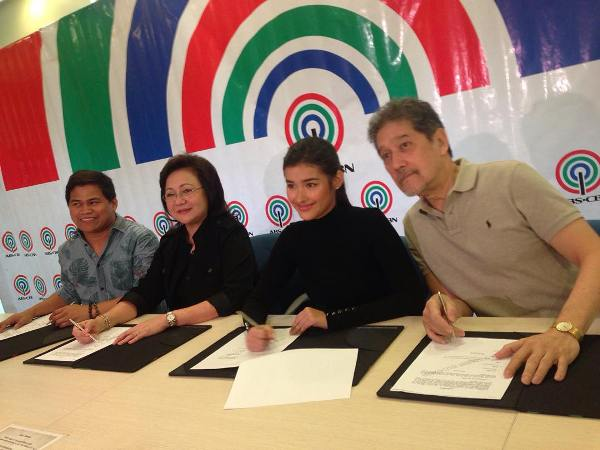 Enrique Gil and Liza Soberano sign new contract with Star Cinema
