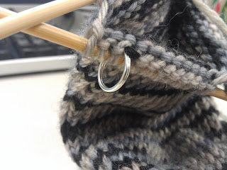 how to use stitch markers crochet