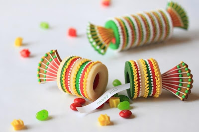 """Christmas Cracker Cookies at the """"Cookie Connection"""""""