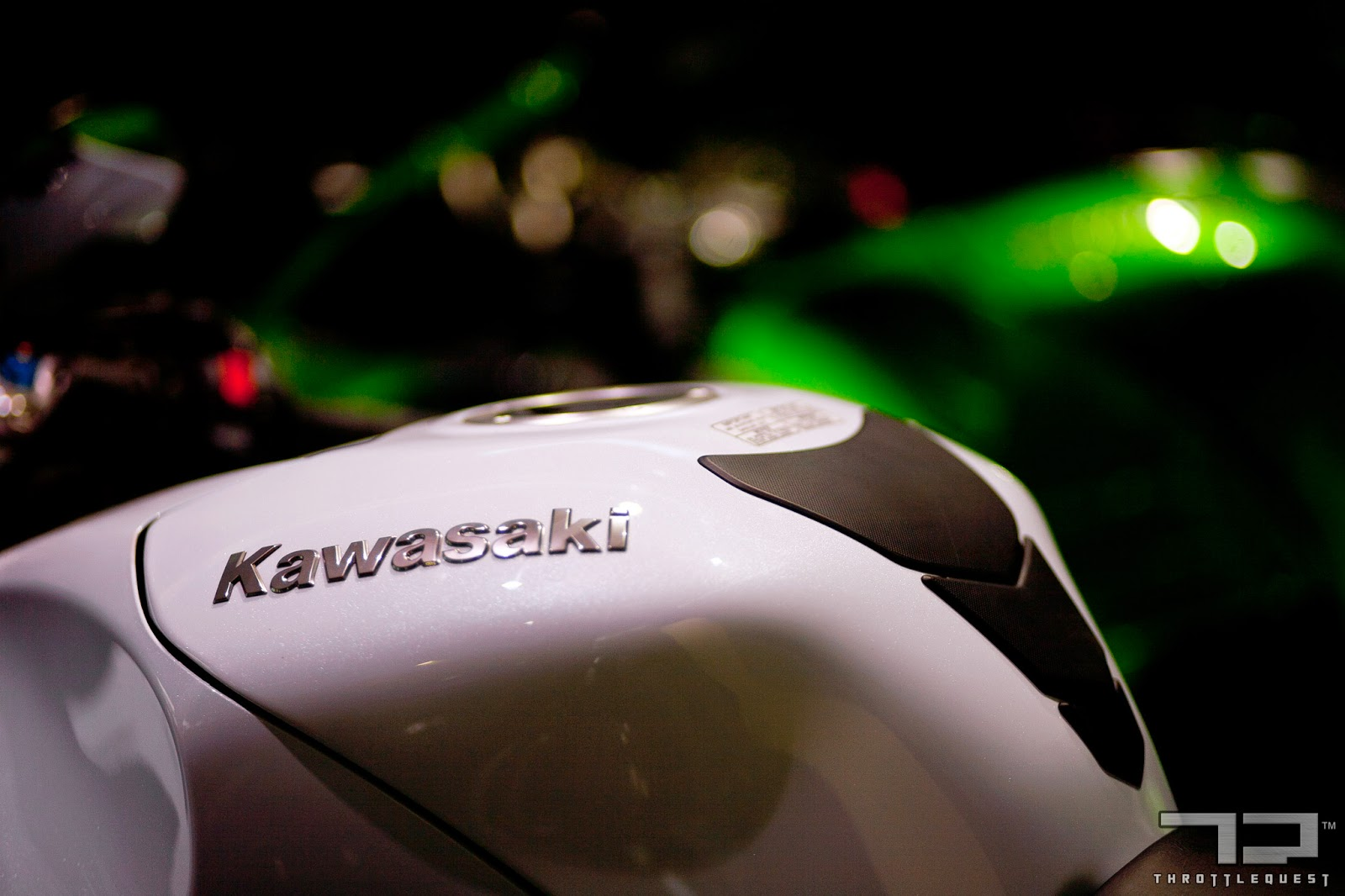 Throttle Quest Kawasaki ZX-14R Pearl White Stardust