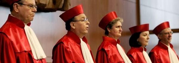 La plus haute juridiction allemande refuse d 39 assumer seule for Haute juridiction