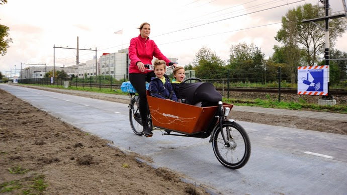 Netherlands, World's Only Solar Bike Lane, solar bike lane, solar, cycling