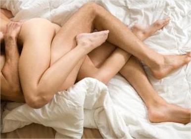 Dormir desnudo aporta felicidad - lavanguardiacom