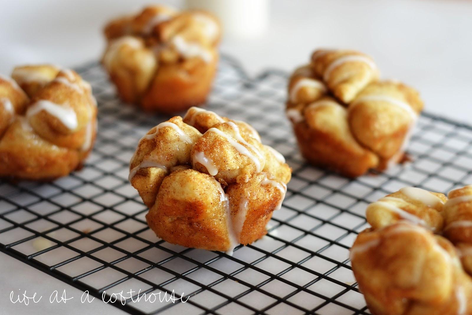 Inspiring snaps: Mini Cinnamon Monkey Rolls. Monkey Bread Muffins 3 (12 oz) pkgs refrigerated biscuit dough 1 c sugar 2 tsp cinnamon 1 c butter 1 c brown sugar Put foil liners into muffin tin.