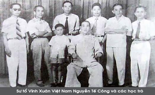 Vĩnh Xuân - wielki mistrz Nguyễn Tế Công wraz z uczniami