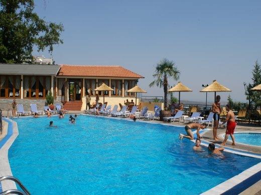 Η πισίνα του ξενοδοχείου Ξενία
