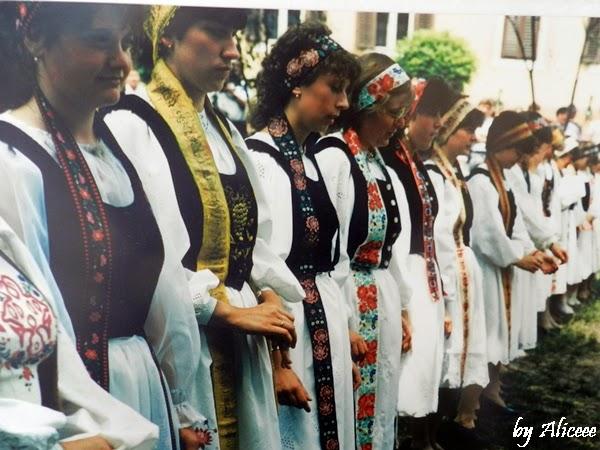 port-popular-sasi-femei