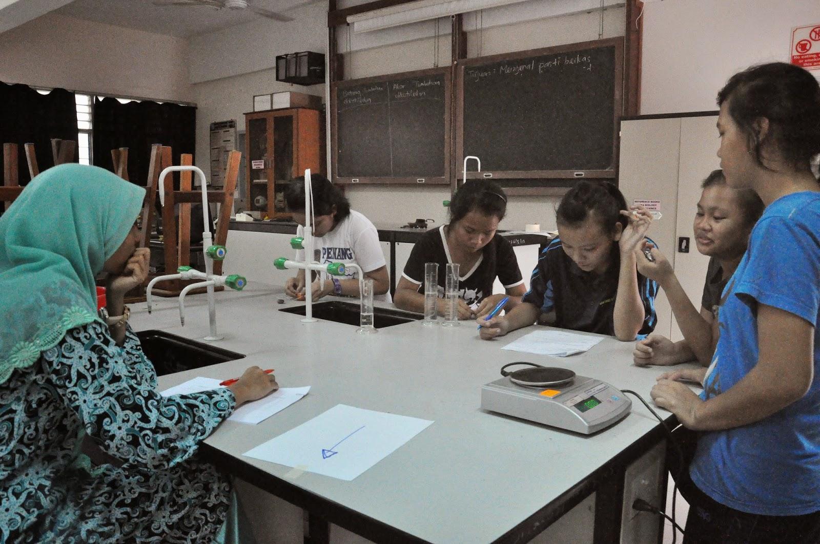 Aktiviti Menarik Bulan Sains dan Matematik Explorace Sains / Saintis Muda