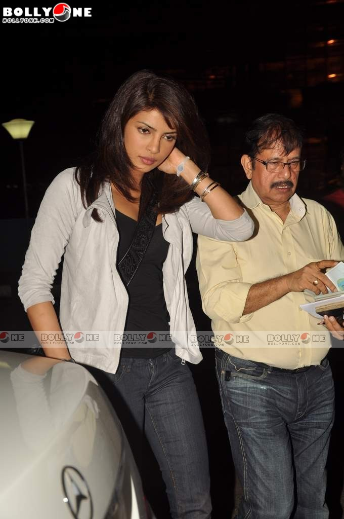 Priyanka Chopra leaves for London for Kunal Kohli's film