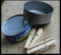 Πώς φτιάχνουμε μια γλάστρα με μια κονσέρβα και μανταλάκια;