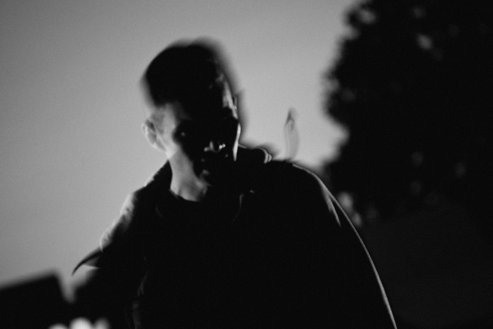 Czarno-biała fotografia stylizowana. Film noir. fot. Łukasz Cyrus