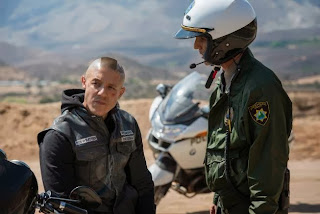 SONS OF ANARCHY Salvage -- Episode 606 -- Airs Tuesday, October 15, 10:00 pm e/p) -- Pictured: (L-R) Theo Rossi as Juan Carlos 'Juice' Ortiz, Vince Duvall as Officer Plympton