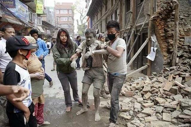 भूकंप का कहर: नेपाल में करीब 1500, भारत में 90 से अधिक की मौत