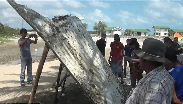 #MH370: Empat pegawai Malaysia periksa serpihan pesawat