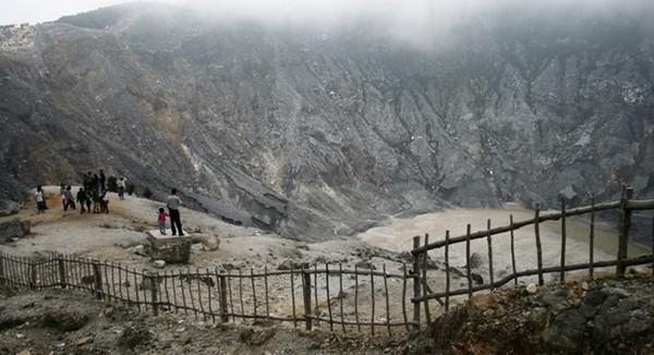 Wisata Alam Bandung Utara Gunung Tangkuban Parahu
