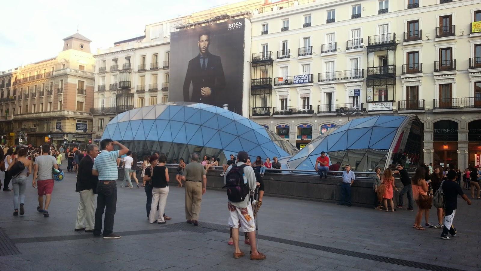 Barcelona in the summer puerta del sol madrid for Hoteles cerca de la puerta del sol