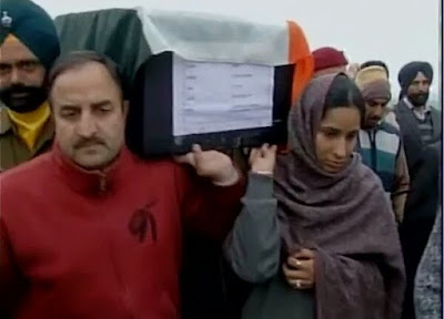 Martyr Capt (Hon) Fateh Singh's daughter Madhu Radha Katal led a huge gathering in paying homage to the fallen hero at Jhanda Gujran, his native village.  Capt (Hon) Fateh Singh, who was killed by the militants in Pathankot, was cremated with full military honours on Monday.  In a touching scene, Fateh Singh's daughter Madhu Radha Katal lent her shoulder to her father's body at the crematorium.