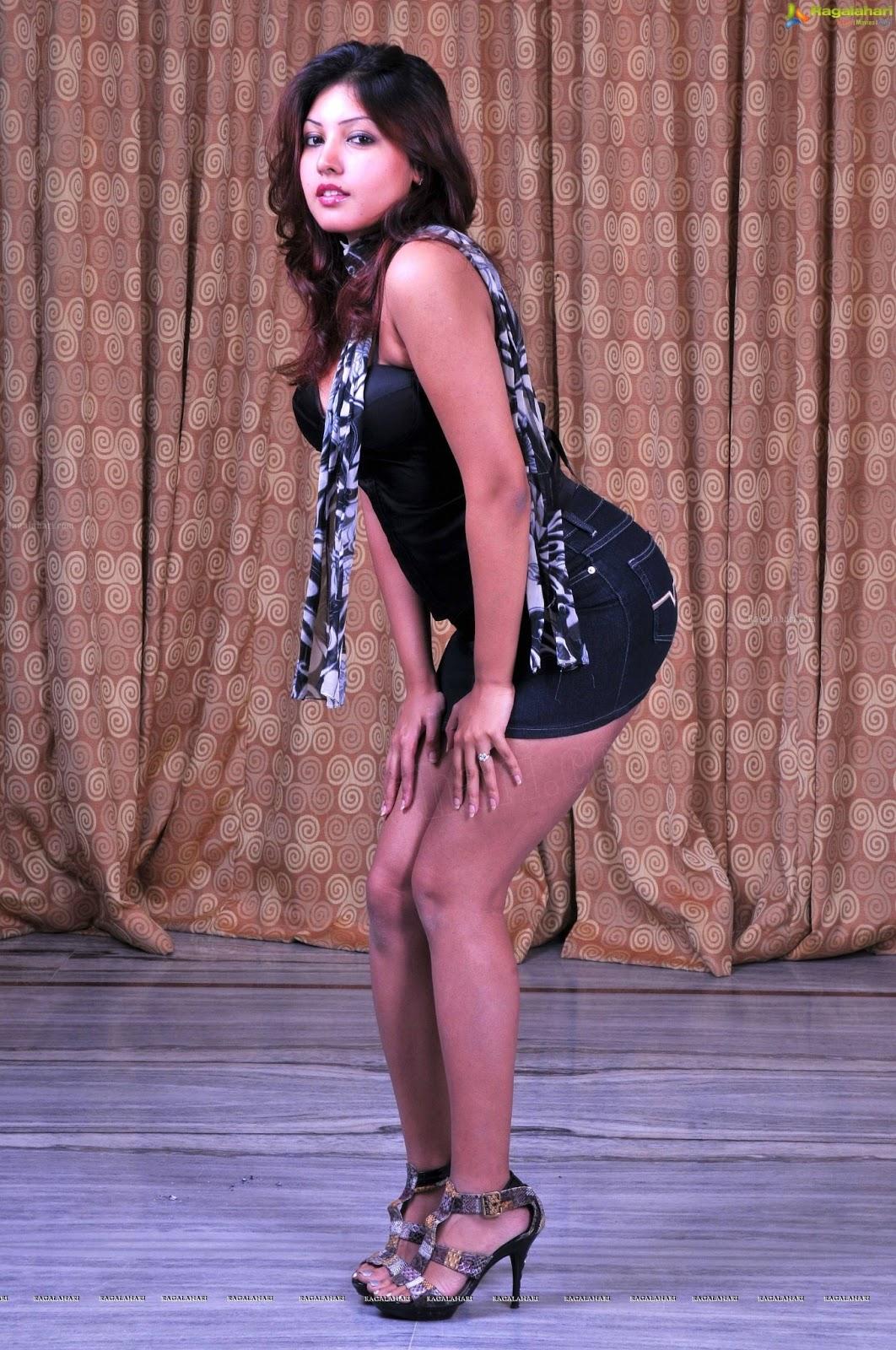 Komal Jha Latest Hot Photoshoot Stills - Cinema65 Gallery
