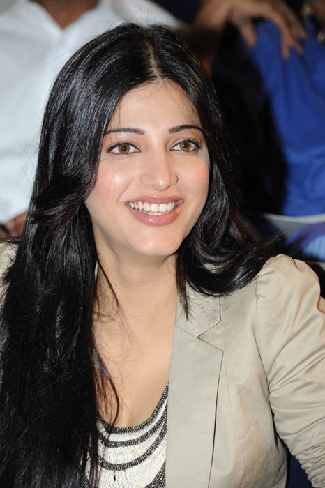 ... Hassan Latest Stills Bollywood hot Actress hot Photos Wallpapers 2011