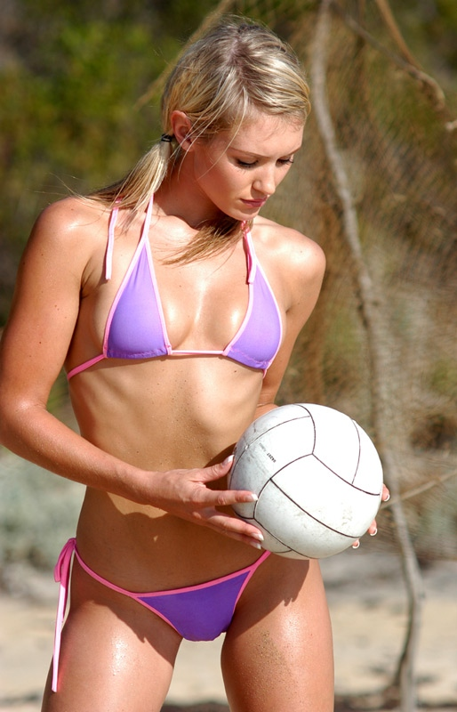 Nicky Whelan - Wallpaper Gallery