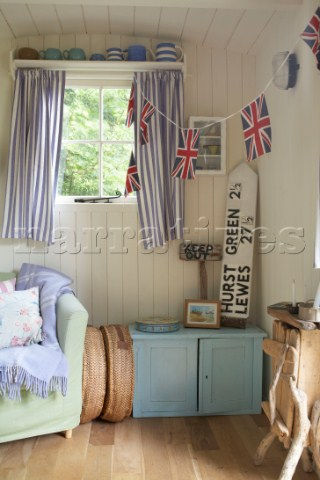 Love lilac nuts about beach huts for Beach hut interior ideas