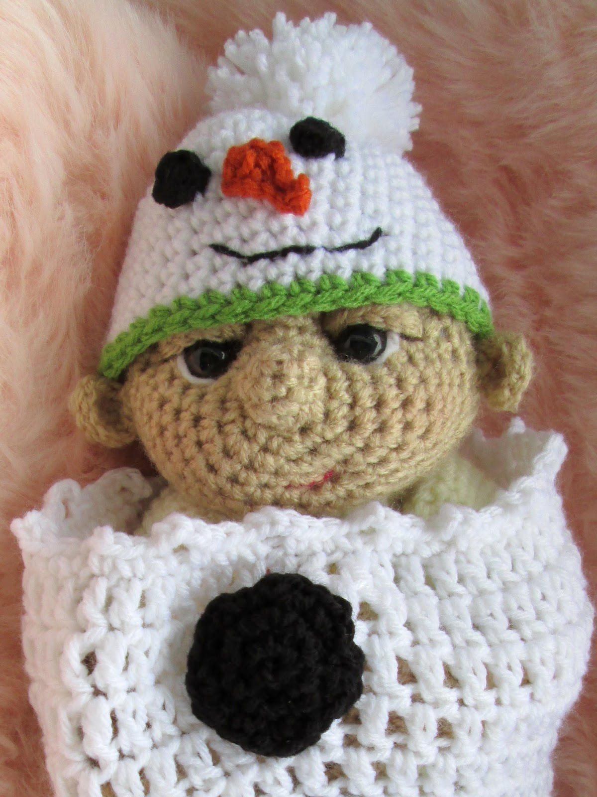 "... Blog: Free ""So Cute Baby"" Snowman Hat and Cocoon Crochet Pattern"