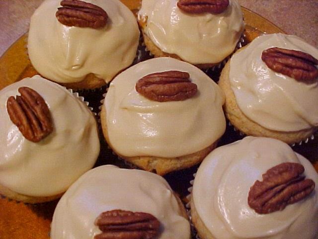 Cupcakes petits bonheurs aux pacanes et à la cannelle