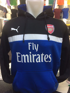 gambar desain terbaru jaket sweater arsenal foto photo kamera Jaket sweater Arsenal puma warna biru hitam terbaru musim 2015/2016 di enkosa sport toko online terpercaya lokasi di jakarta pasar tanah abang