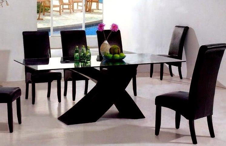 El mundo en femenino mesas m s que especiales for Comedores minimalistas baratos
