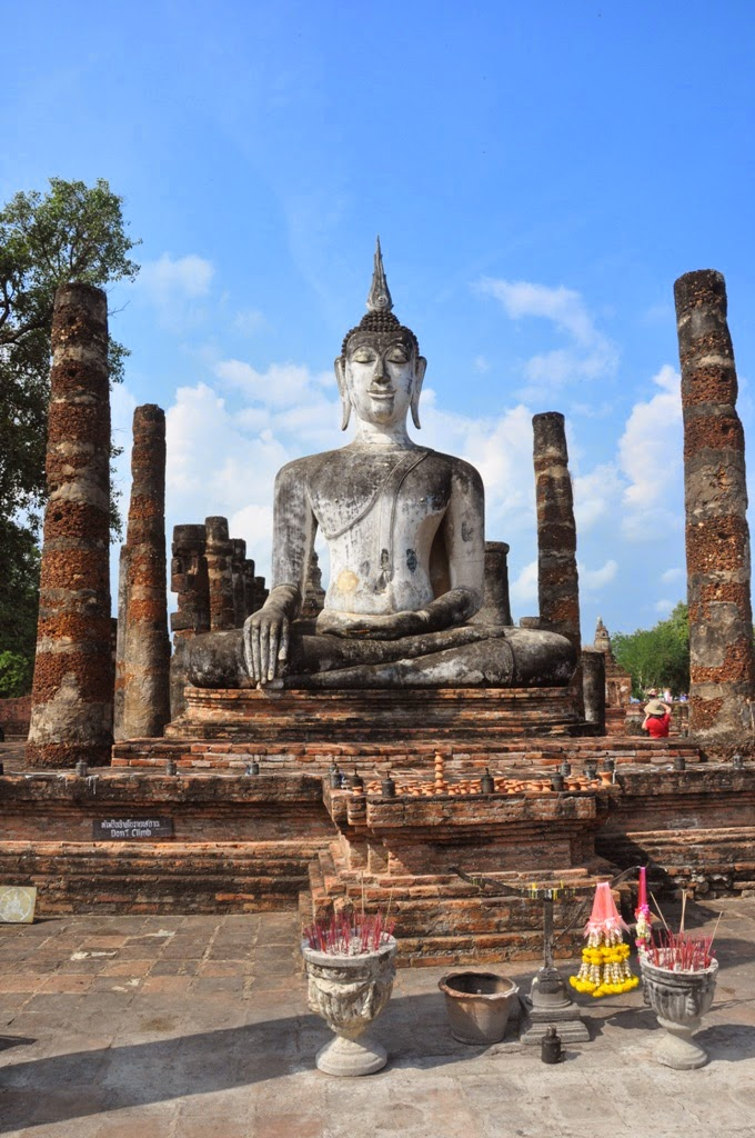 A Tapestry of Pictures: Wat Mahathat - Temple Ruins at ...