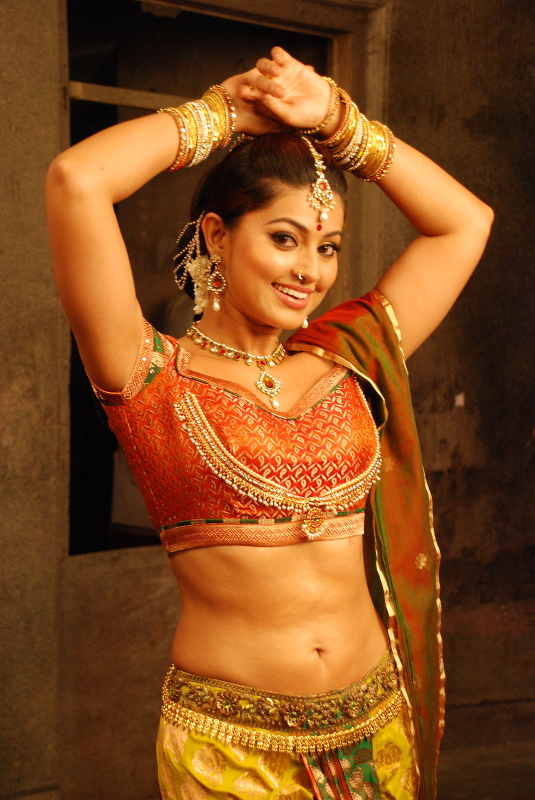 Tamil actress gorgeous sneha beautiful hot stills ponnar for New pictures