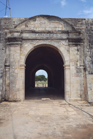 Entrance of Jaffna Fort, which the Portuguese built, and which the Dutch renovated in 1680.