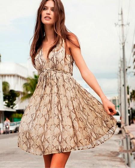 Платье на все случаи жизни для худеньких и изящных девушек и женщин. Изготовлено из воздушного материала в ярком сочетающемся цветовом решении