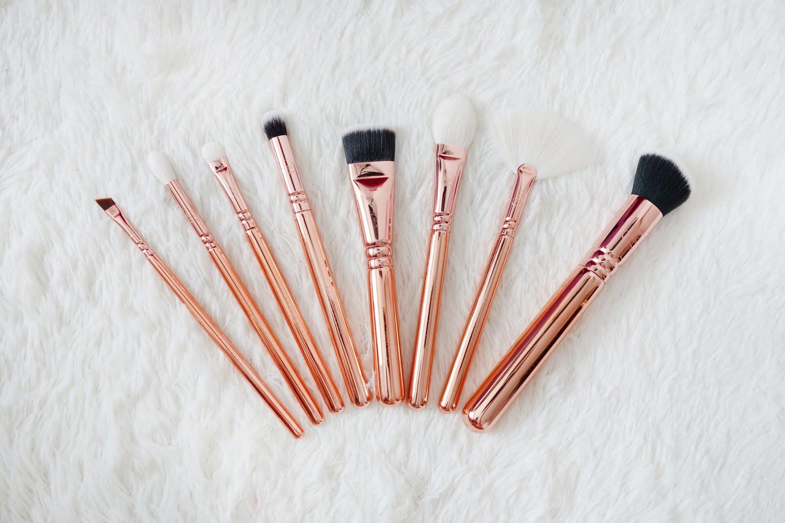 Zoeva Rose Golden Vol 3 Luxury Brush Set Blush Dark Brown 8 Piece Bursh Bag 317 Wing Liner 228 Luxe Crease 234 Smoky Shader 142 Concealer Buffer