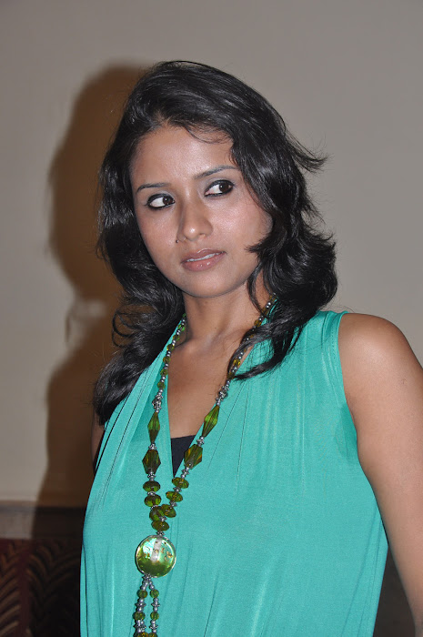 vazhakku enn 18/9 success meet actress pics