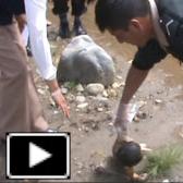 INCREIBLE!! Encuentran bebe flotando vivo en rio!