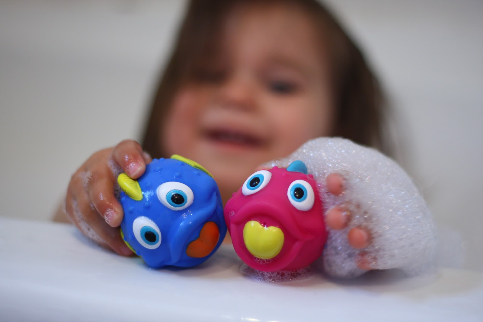 Jess and the gang: Fish Swoosh Bath Play Set {Nuby Product Review}