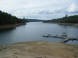 Vista da Piscina Flutuante da Aldeia do Mato e extensão da Barragem