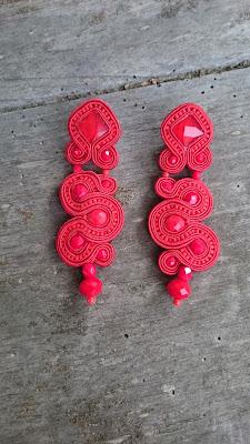 Pendientes rojos basicos