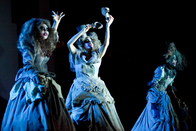 the role of darkness and night in shakespeares play macbeth