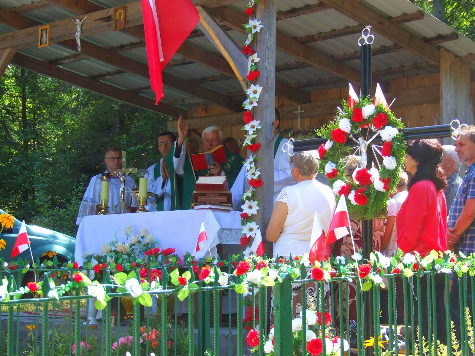 Msza przy mogile pomordowanych mieszkańców Gałek. Foto. Jacek Lombarski.