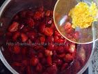 Prajitura cu crema de capsuni si frisca preparare reteta