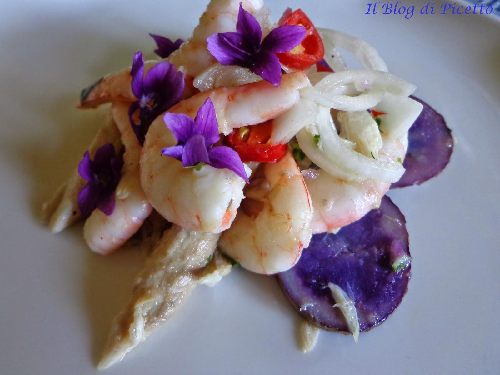 insalata di sgombri, gamberetti rosa e patate vitelotte aromatizzati con cipolloti di tropea, peperoncino, succo di limone e lime