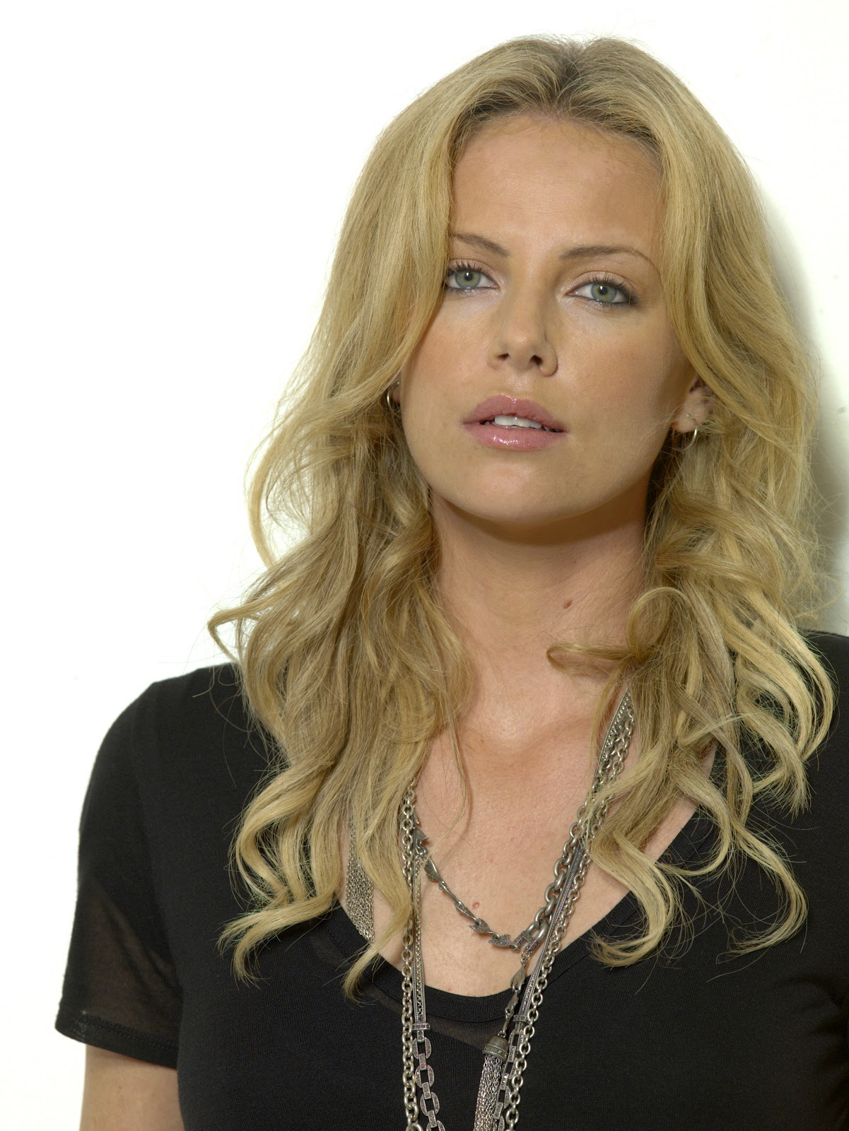 Charlize Theron Biography And Career Film Actresses