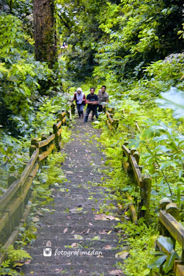 ratusan anak tangga menuju mercusuar pulau berhala